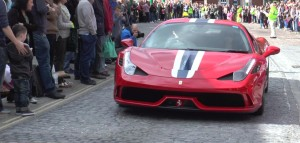 Fast car and crowds at the Piazza Italia event